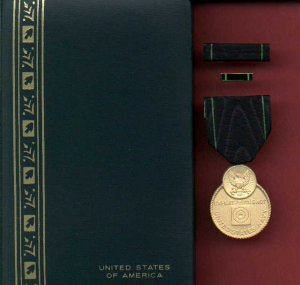 Navy Expert Pistol Shot medal in case with ribbon bar and lapel pin