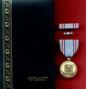 USAF Air Force Good Conduct medal in case with ribbon bar and lapel pin