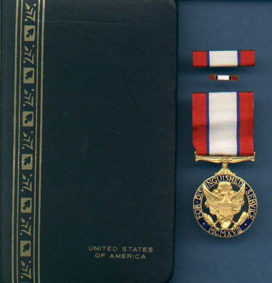 US Army Distinguished Service medal in case with ribbon bar and lapel pin