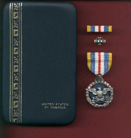 US Defense Superior Service medal in case with ribbon bar and lapel pin