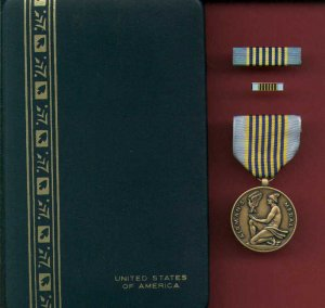 US Airmans medal in case with ribbon bar and lapel pin