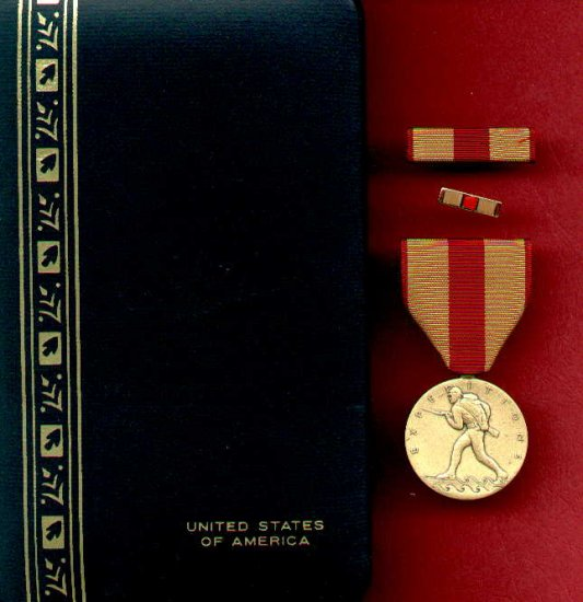 US Marine Expeditionary medal in case with ribbon bar and lapel pin
