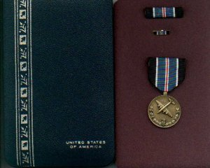 US Medal for Humane Action   Berlin Airlift medal in case with ribbon bar and lapel pin