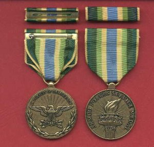 US Armed Forces Service medal in case with ribbon bar and lapel pin