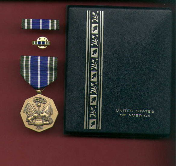 US Army Achievement medal in case with ribbon bar and lapel pin