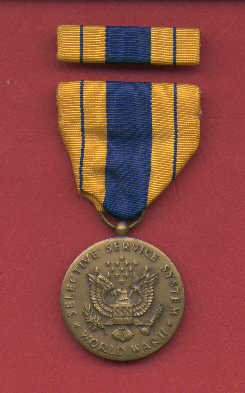 WWII Selective Service medal in case with ribbon bar and lapel pin