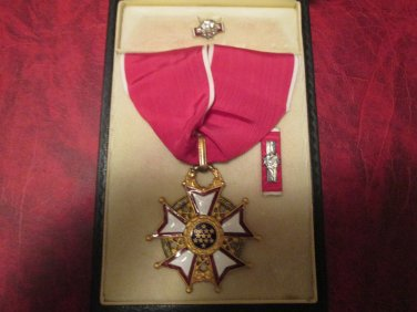 Vintage Genuine WWII Legion of Merit Commander Award medal in case with ribbon bar and lp