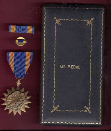 Army Air Corps Aircrew Genuine WWII Air medal in case with rb and lp Eagle with Lightning Bolts