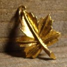 Vintage Detailed Gold Tone Alloy Leaf Pendant Charm Fashion Jewelry Accessory