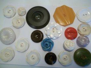 15 1930's Bakelite Buttons - GORGEOUS!