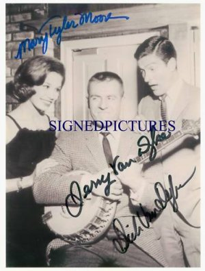 MARY TYLER MOORE DICK AND JERRY VAN DYKE SIGNED RP SHOW