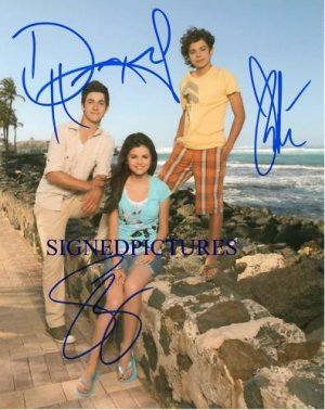 THE WIZARDS OF WAVERLY PLACE AUTOGRAPHED 8x10 RP PHOTO SELENA GOMEZ DAVID & JAKE
