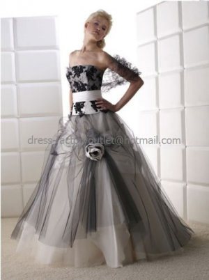 Strapless Bridal Ball Gown Black Tulle Applique Ivroy Satin A-line Wedding Dress