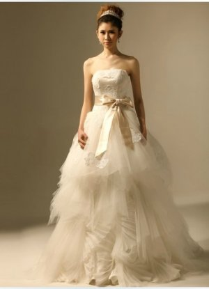 Strapless White Organza Ball Gown Lace Appliques Asymmetrically Wedding Dress Black Sash V21
