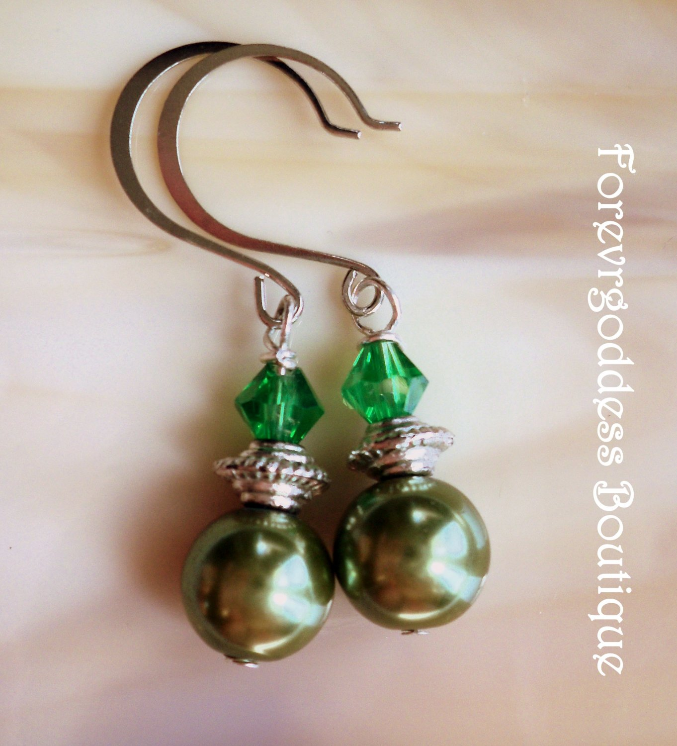 Olive green pearl & green bicone