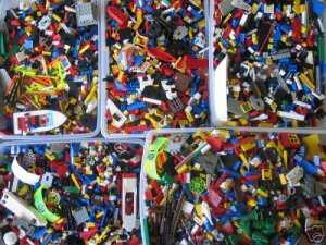 OVER 1 LB OF ASSORTED LEGOS *FREE SHIPPING TO U.S*