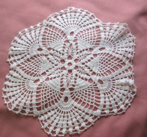 "Vintage 15"" Round Pineapple White Hand Crocheted Doily"