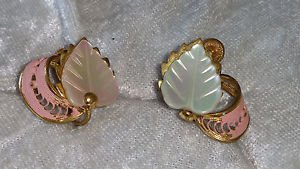 Vintage pink earrings leaf made of mother of pearl screw back stunning ME