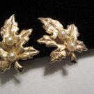 Vintage clip on maple leaf gold tone faux pea textured light weight