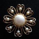 Vintage gold tone flower faux pearl pin brooch stunning