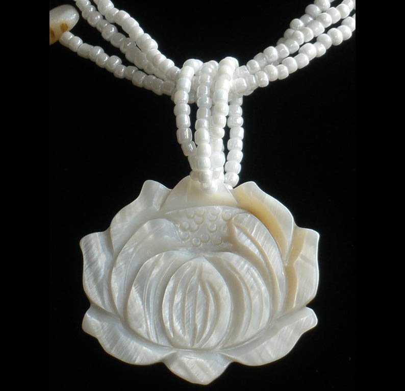 2pcs Sea Shell Mother of Pearl Carved Lotus Flower Pendant Necklace GC1027-4640M