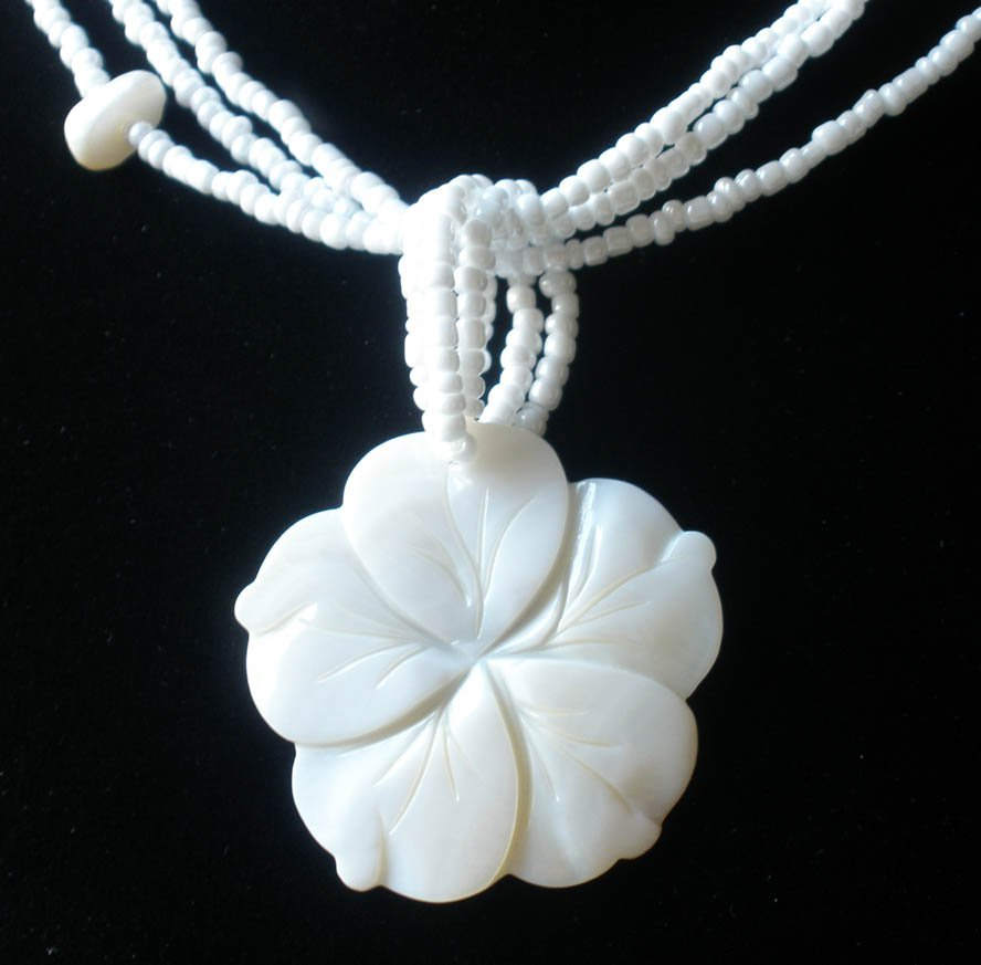 2pcs Sea Shell Mother of Pearl Carved Flower Pendant Necklace GC1081-42M