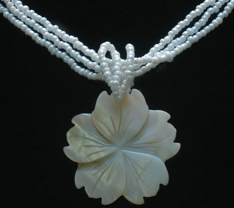 2pcs Sea Shell Mother of Pearl Carved Flower Pendant Necklace GC1035-5050M