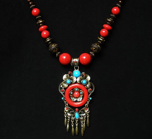 Tibet and Nepal Magnificent Brass Resin Beads amulet pendant Necklace EG1081