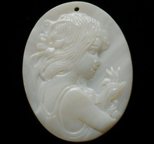 Sea Shell Mother of Pearl Carved Beauty Pendant GZ005