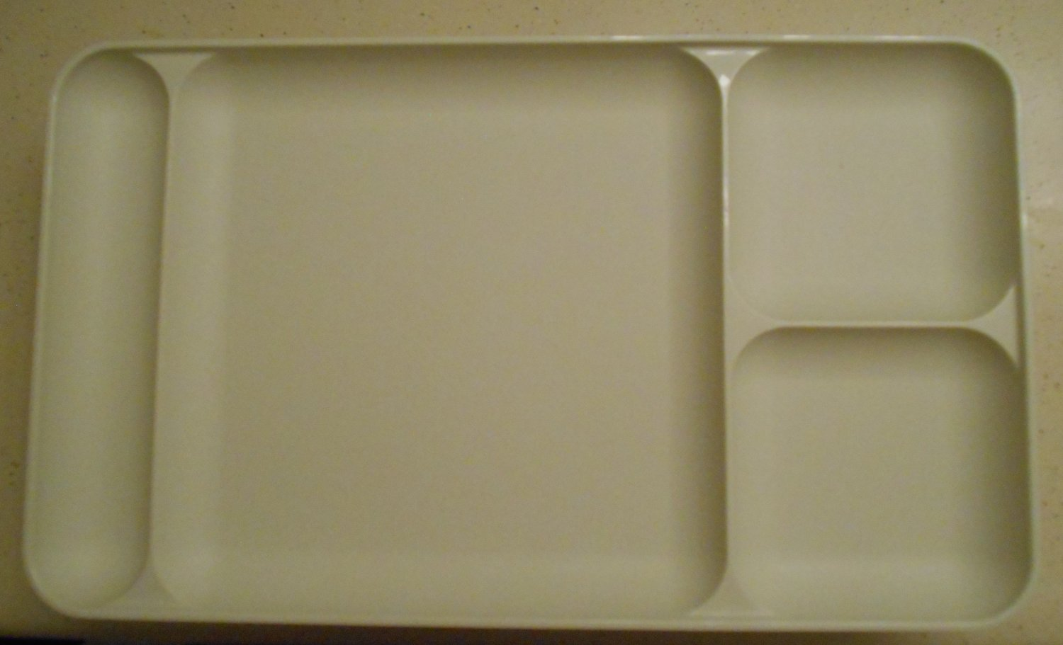 Tupperware Vintage Picnic Party Trays Set of 6 Ivory