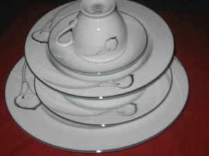 MIKASA  CANDLELIGHT SILVER FINE CHINA LDB18 /905 5PC PLACE SETTING NEW.