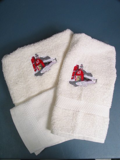Embroidered Red Barn On Cream Bath Towels Set