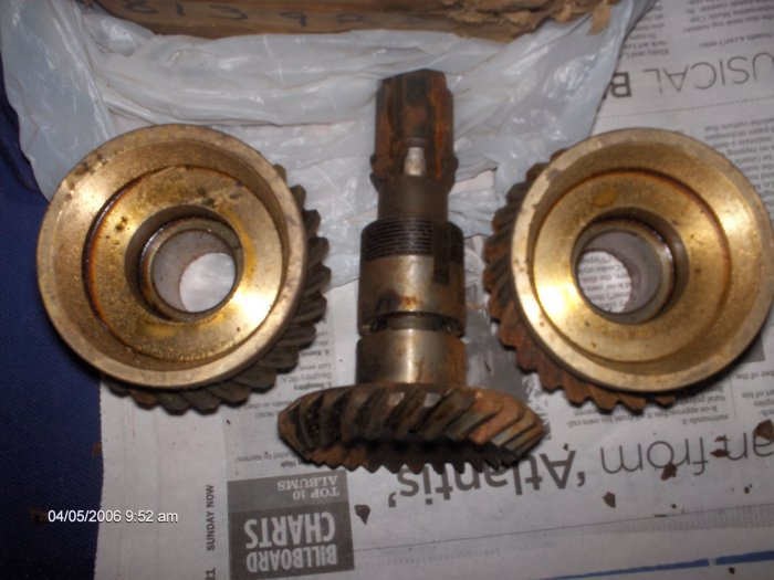 volvo penta gear set  part # 813928 early aq  models   AQ100