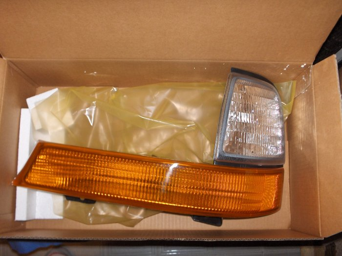 FORD RANGER 98 99 00 SIGNAL / PK LAMP Left  NEW   * LOOK* car light