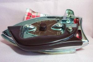 Vintage SAMSON DOMINION FOLDAWAY IRON, Excellent Condition
