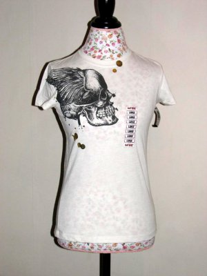 NWT HOT TOPIC Doe White Winged Skull Foil Tee LARGE