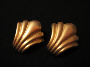 Vintage Brushed Gold Tone Puffy Textured Fan Leaf Pierced Earrings