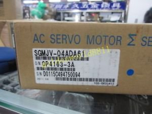 NEW Yaskawa servo motor SGMJV-04ADA61 good in condition for industry use