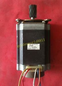 SANYO 57 stepper motor 103H7126-07D4 good in condition for industry use