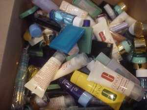100 PIECES CLINIQUE, ESTEE LAUDER AND LANCOME GWPS