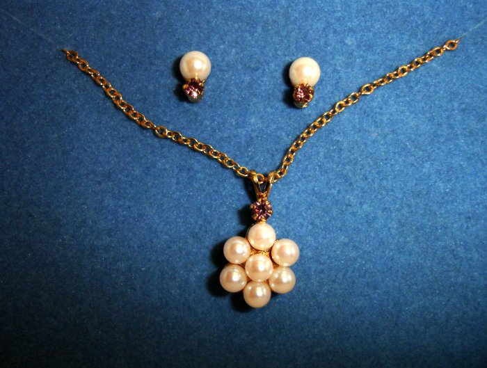 """AVON Birthstone """"JUNE"""" Accent Pearlesque Necklace & Earrings SET"""