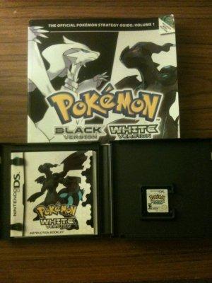 Pokemon - White Version + Strategy Guide Bundle (Nintendo DS, 2011)