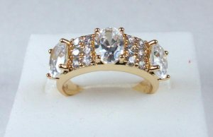 14K Gold White Topaz Ring Size 8