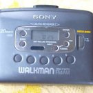 VINTAGE SONY STEREO CASSETTE PLAYER AM FM WALKMAN WM-FX423 BELT CLIP WORKS