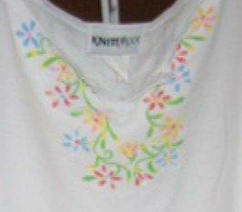 White Top and Pants Floral at Neck 2 Pc Knit Pantsuit Sz Medium