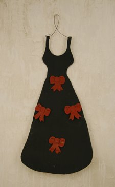 Dress Shaped Recycled Metal Magnet Frame with Four Red Bow Magnets