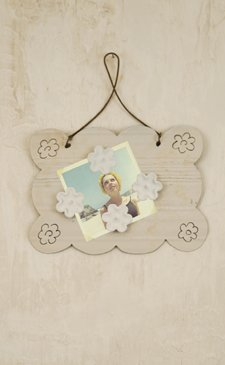 Small Ivory Painted Recycled Metal Magnet Hanger with Flower Magnets