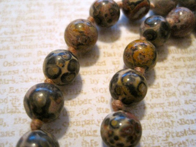 Retro Marble Colored Tan Stone Beaded Necklace