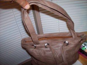 Handbags (fashion).