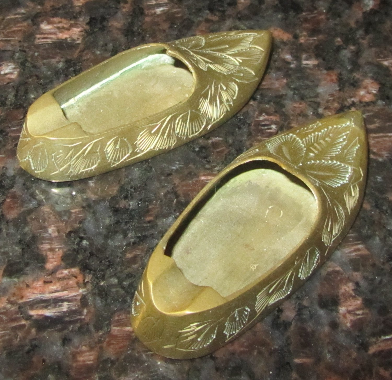 VINTAGE SOLID BRASS SINGLE INDIVIDUAL ASHTRAY SHOES SLIPPERS SET OF 2